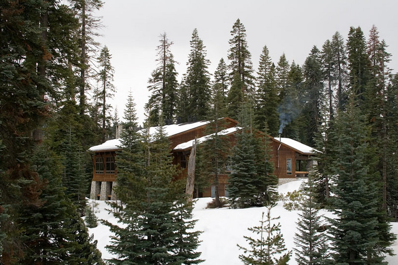 Wuksachi_Lodge_snow