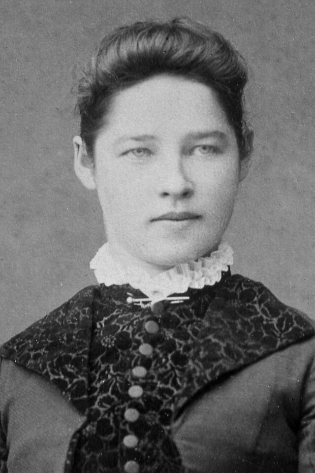Mary Lousie Bower, daughter of Elizabeth Linn and Lewis Bower.  She was born in New York in 1868, moved to Iowa and then to Graton, California.  Sister of Sarah Alice Bower, who Married Ben Patchett, and Sister of Elizabeth Mary Bower, who married George Milton Hicks.