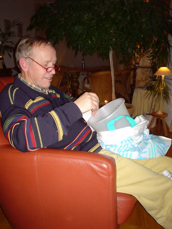 Jans, Petra's dad getting his first present: a gift wrapped waste basket from his own room! ROFL!