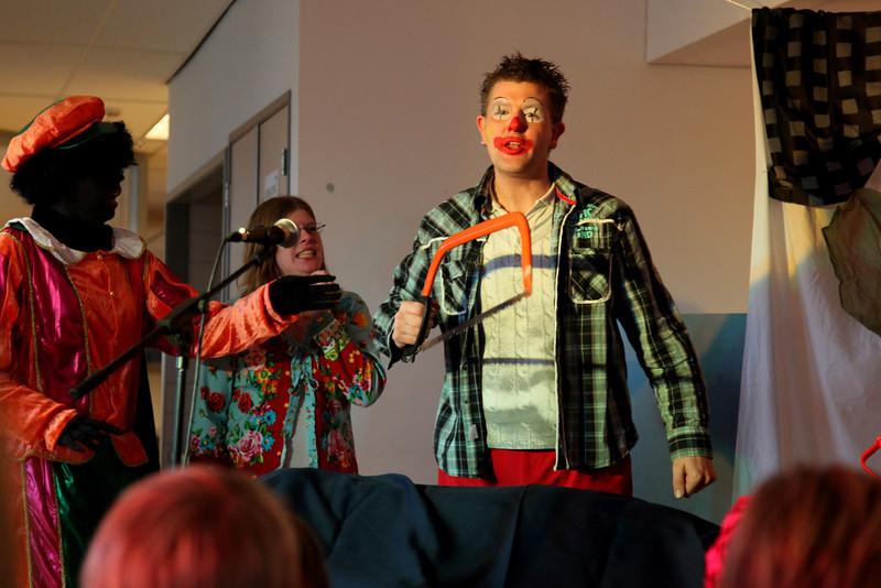 Het feest begon met een optreden van een toneelgroep.