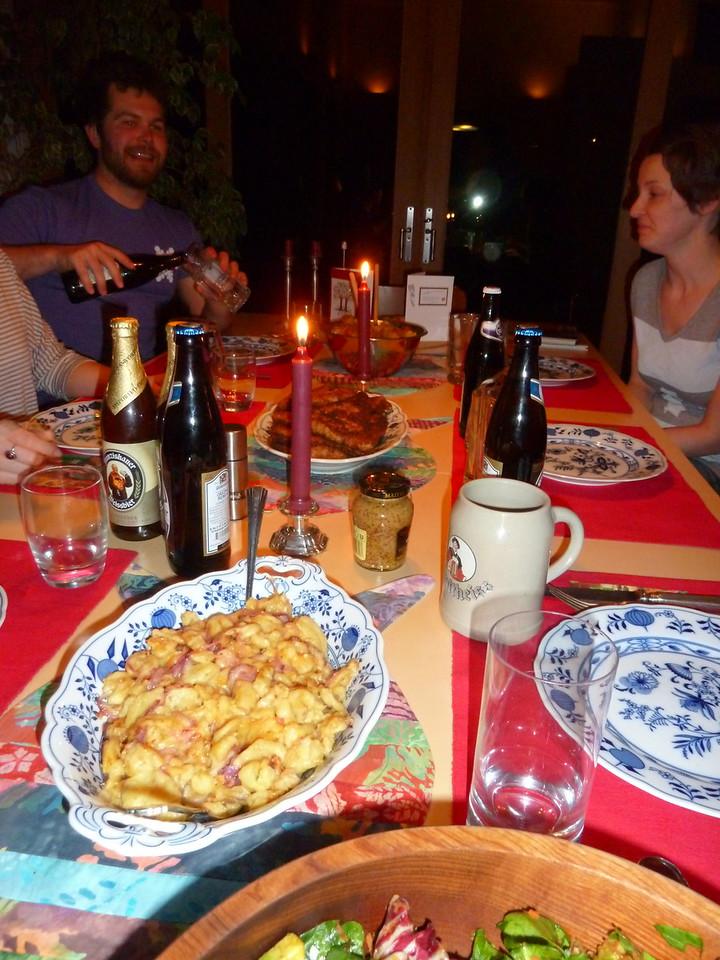 Spätzle, Schnitzel, und Kartoffelsalat. Wunderbar!