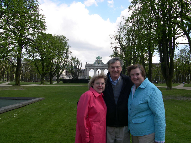 Kathy, Steve and Susan in the traditional picture spot for all our visitors to Brussels.