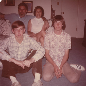 Joan, Nick, Stevie & Ronnie Bennett (Elba's Daughter) 1975