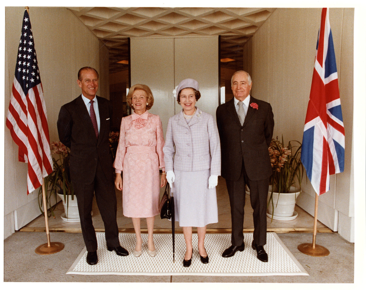 Prince Phillip, Lee Annenberg, Queen Elizabeth, and Walter Annenberg at the entrance to Sunnylands