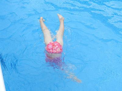 Allegra is always underwater!