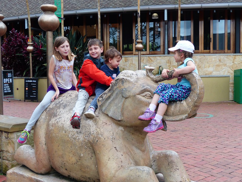 Sydney - Taronga Zoo - Yael's daughters Cicely and Claire with Sophie and Alex