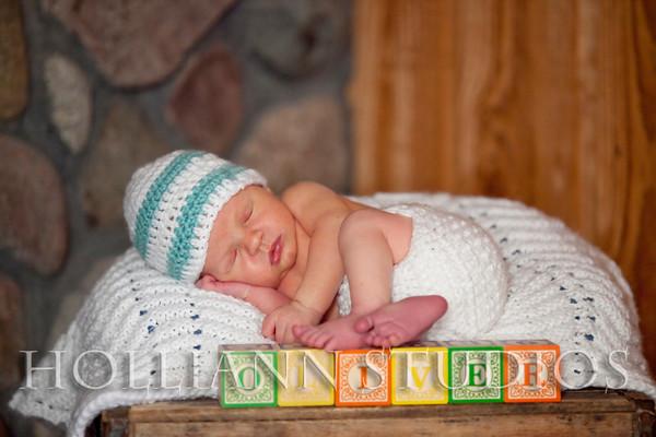 Tanis Family Oliver  Newborn