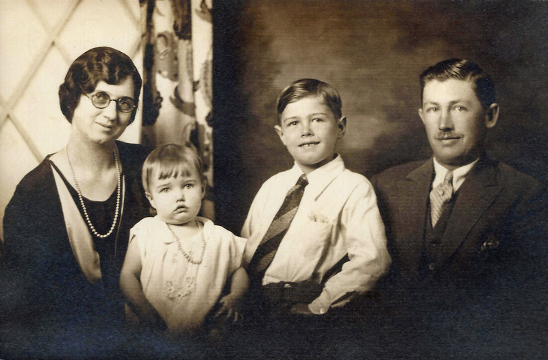 1930_BensonFamily-Nels_Alice_Don_MaryAnn
