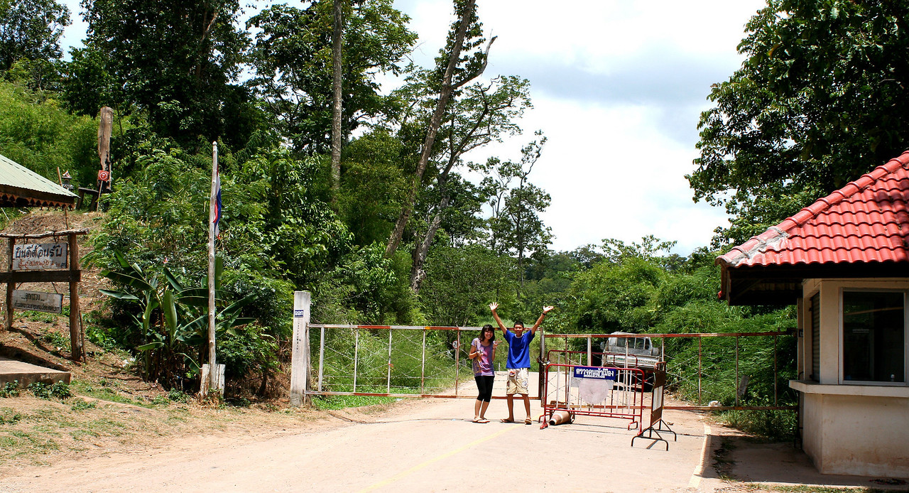 Thai-Lao border checkpoint at Ban Phudu (บ้านภูดู่)