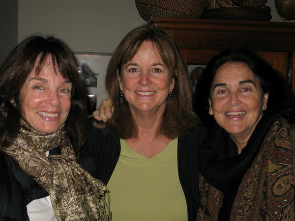Thanksgiving_09-10<br /> L-R Linda, Leila, and Ginny