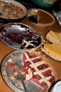 The desserts worked over: Bread pudding (Samantha), pumpkin pie, pumpkin cheescake (Paul), cherry pie (mom?), blueberry pie (mom).