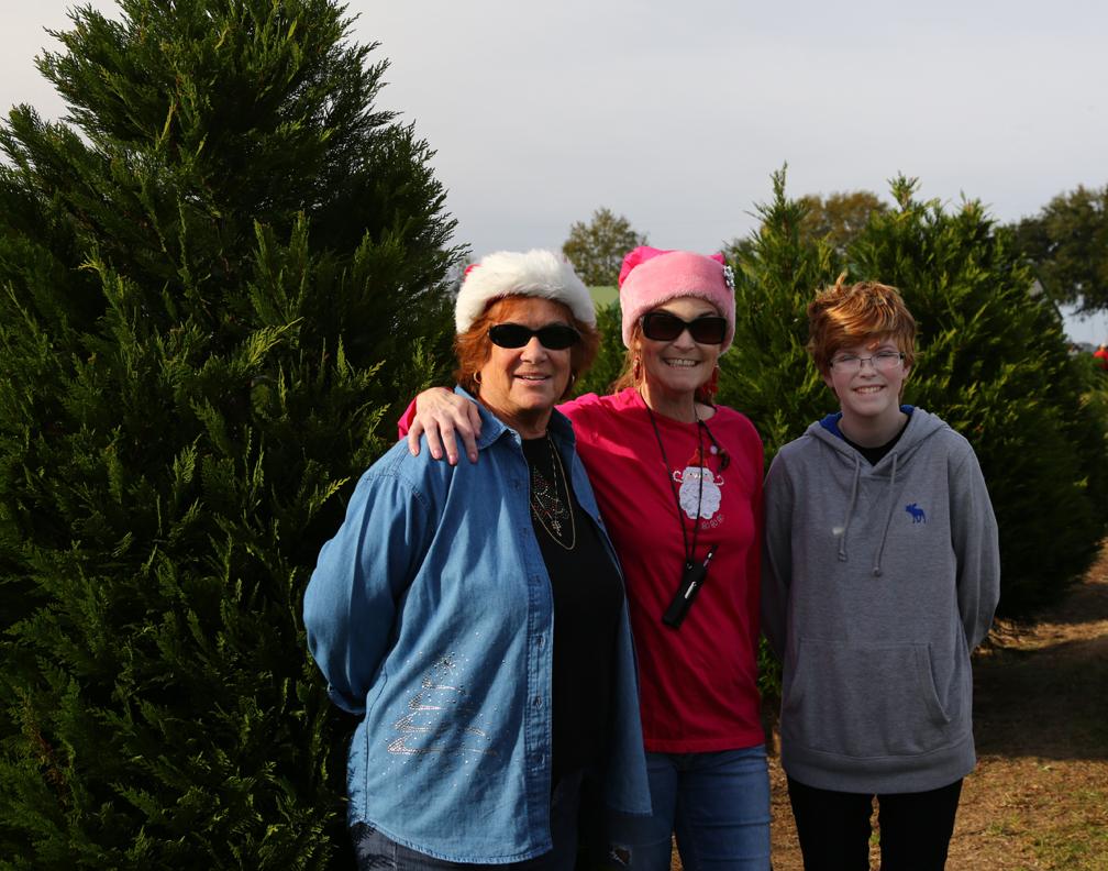 Judi, Leanne & Sydney on Christmas tree hunt