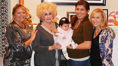 Kathi, Mom, Vivianna, Rosario and Robyn