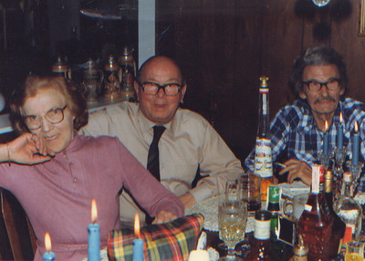 DPB-85: May (Maisie) Barr (nee McKeown) and David (Davy) Barr Snr and Rob in Booton USA in 1983