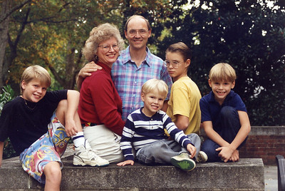 Clay Q Family on leaving Portugal in 1993 -- same photographer as the previous photo. Oh, how we've changed in 12 years!