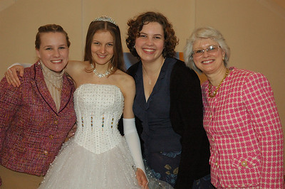 The 4 Quarterman girls at Ty & Irina's wedding(L to R): Malaika, Irina, Erin, & Darlene.