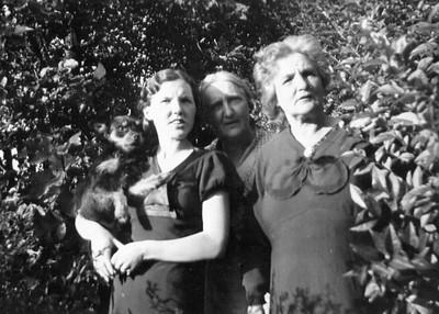 Kay-119: Terry (the dog), May (Maisie) McKeown, Annie  , Emily (Granny) McKeown