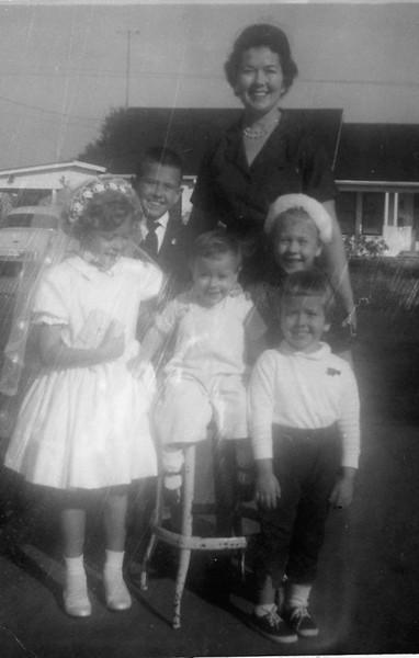 Bridget, Jennifer (on the stool) , Susan, Mark, Mom, and Patrice