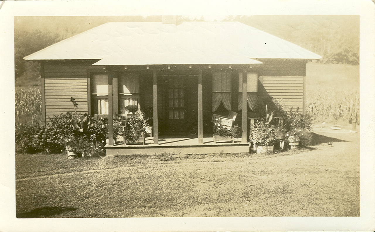 An early picture of the home of Charlie and Beatrice Holbrook.  circa 1930