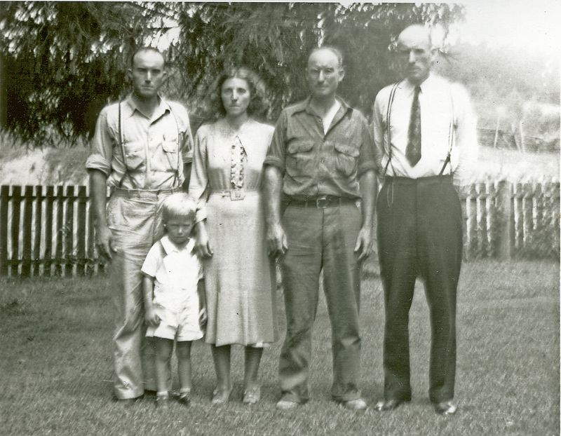 Jesse and Charlotte Holbrook's children: Charlie, Levada, Burton, and Clayton.  The child is Walter Ray son of Charlie and Beatrice Holbrook . circa 1937