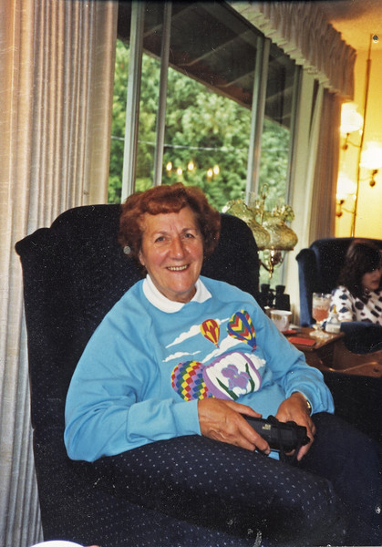 000 Cover   1991, Edna at Nunnallees' house, Sammamish_010.jpg