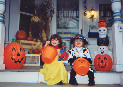 DPB-81: Ashley Patterson and Jessica Patterson, Halloween 2001