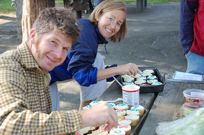 Paul and Cindi precision cupcake decoration