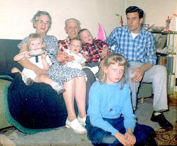 Weekley Grandparents with grandchildren-2