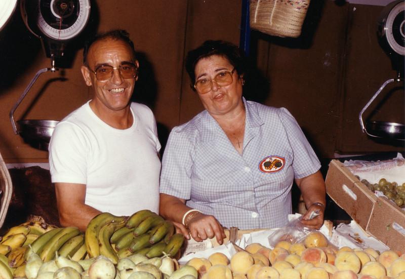 Abuelos en el mercado