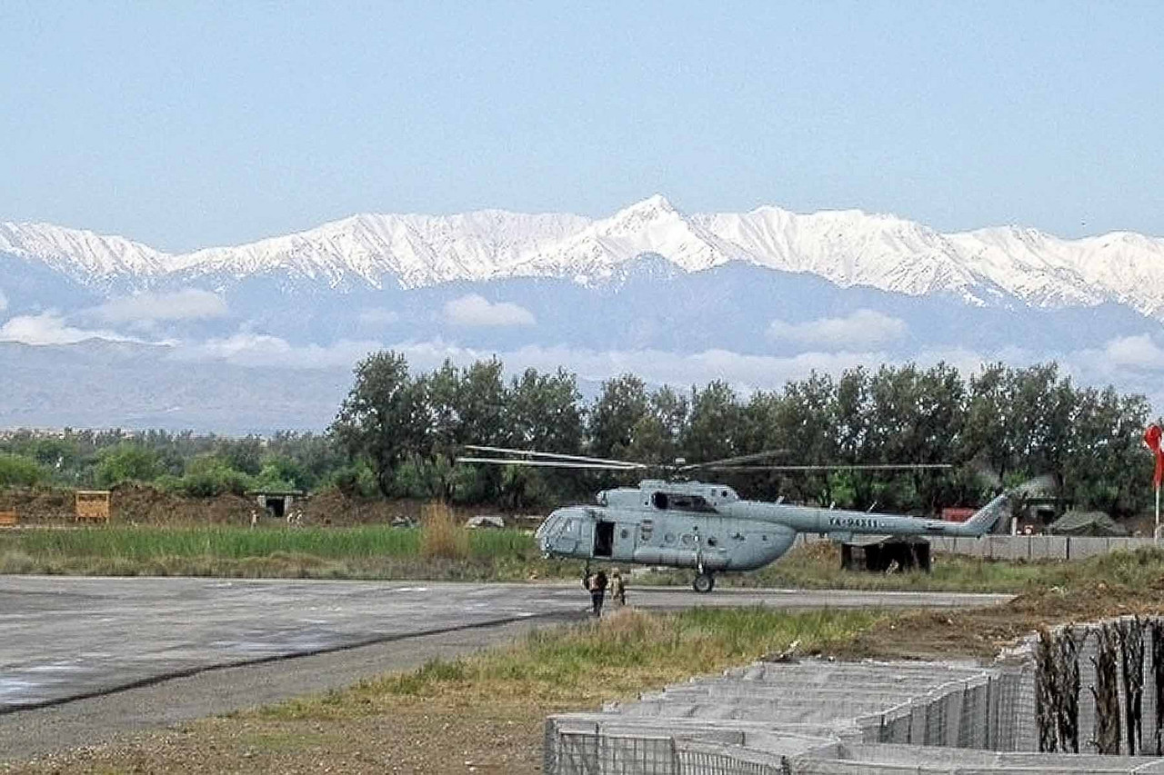 A Russian helicopter with some magnificent mountain backdrop - May 2005