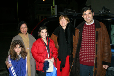 LtoR: Anisa, Mummy, Christina, Ulli and Timmy.  We only had a few minutes to see each other before Mummy had to get to the airport, but it was nice.  The neighbourhood was pretty rough.  A policeman came by with a badge dangling from a chain around his neck and wearing rapper style clothes and gently advised us to clear out!
