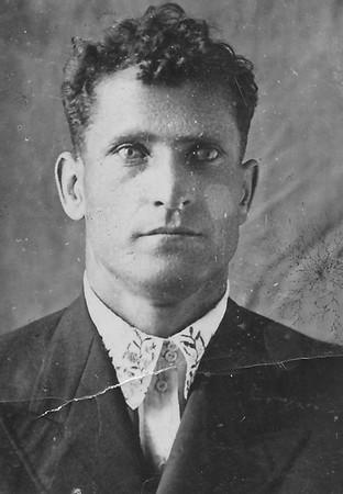 Nikolai Todositchuk about 1940 in Podwolochisk, Poland
