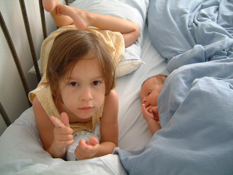 Maria si MAtei bebelus in mai 2003
