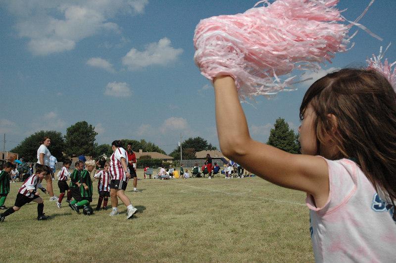 Maria cheer-leader la un meci de fotbal al lui Luca, Septembrie 2005