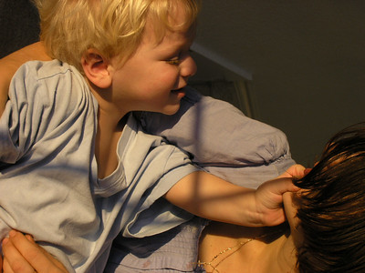 Luca alintat rau cu mamica lui, Februarie 2004