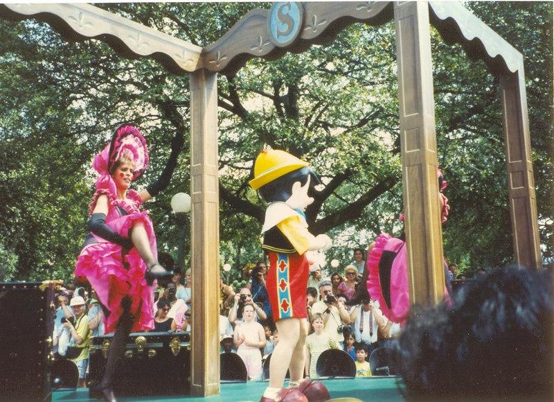 us-visit-florida-disney-parade-pinochio