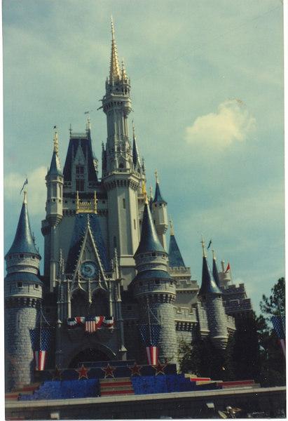 us-visit-florida-disney-cindrella-castle