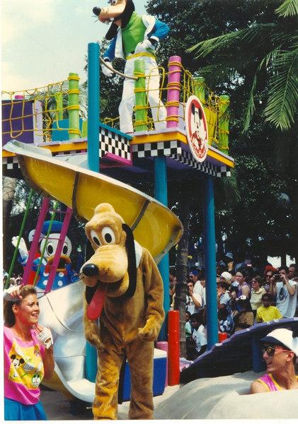 us-visit-florida-disney-parade-goofy