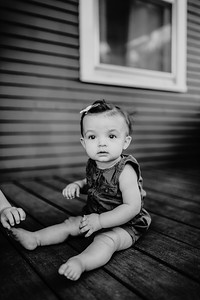 00008©ADHPhotography2020--Uerling--PuppyReveal--June16bw