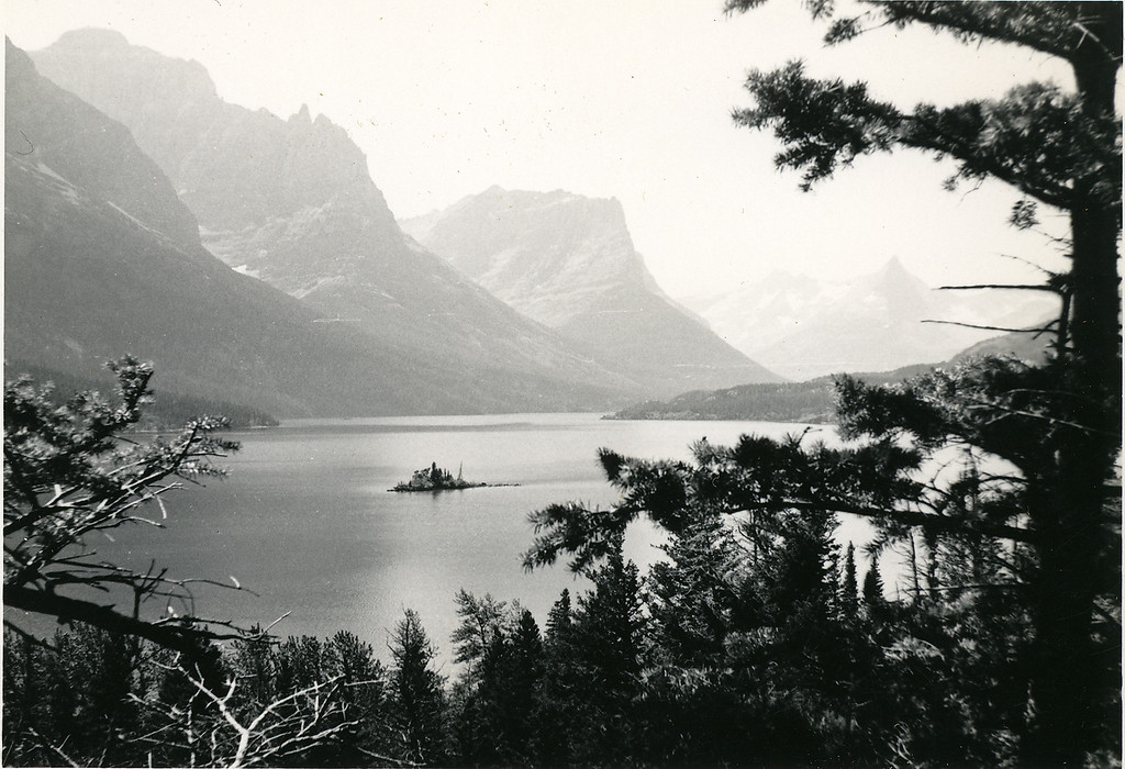 Elwood's shot of Lake Louise, Alberta, Canada, 1952. Excellent composition.