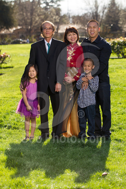 2014-02-23-uyen-family-4641
