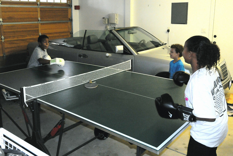 Extreme ping-pong with cuznz