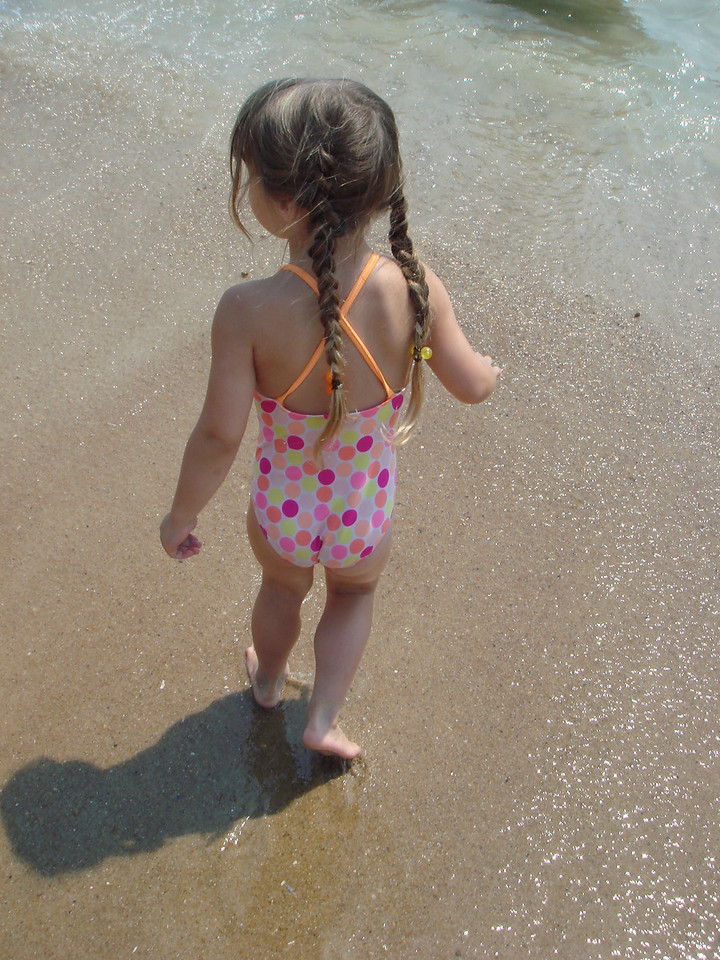 Alice's first time in the ocean