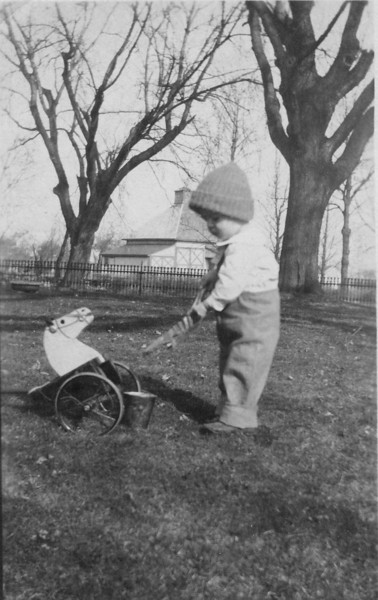 Our Grandpa Hunsberger, Earl Hunsberger Jr., at age 18 months ? (circa Mar.1921)