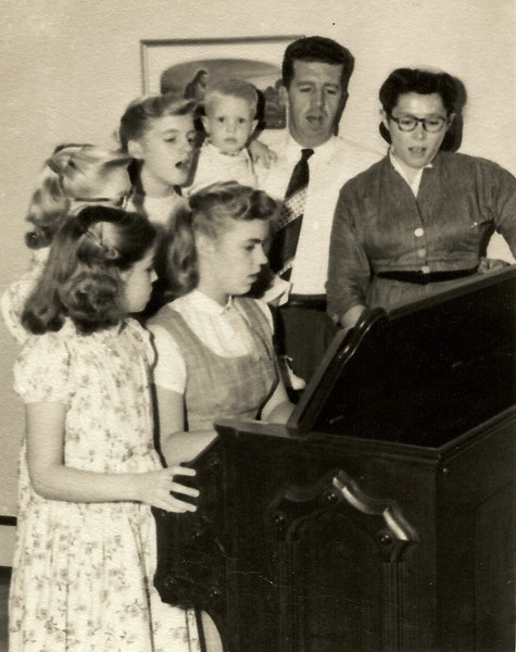 Earl & Ruth Hunsberger family (circa 1957) - photo was sent out as Christmas photo