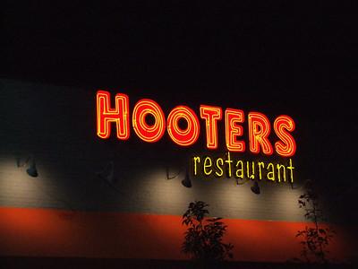 Violet at the Costa Mesa Hooters - 1/24/06