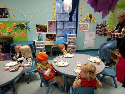 Halloween Party in Elliot's Class    10-2017
