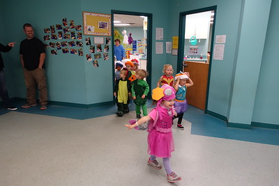 Parade of Elliot's class for Halloween   10-2017