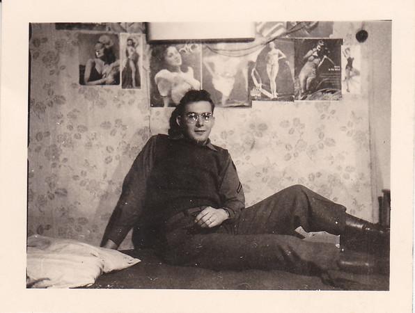 1945 Robert H Voelker Army pic