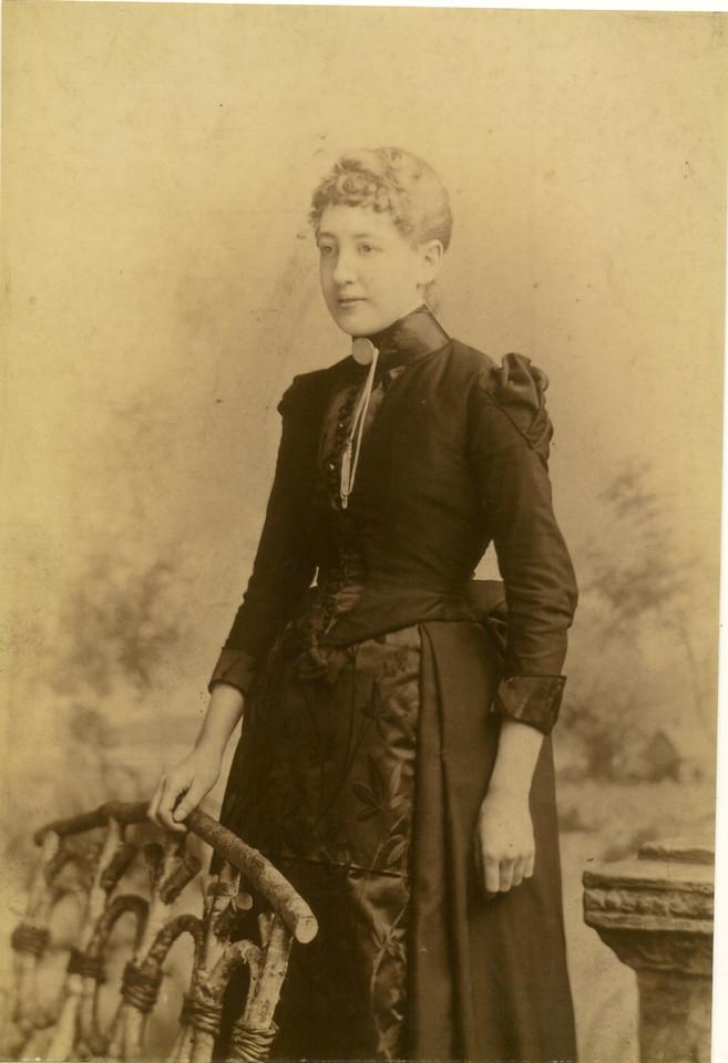 Sarah Ellen Downes born 1868 died 10 Nov 1912 age 44